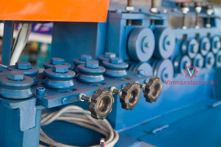 máy duỗi uốn cắt sắt tự động
